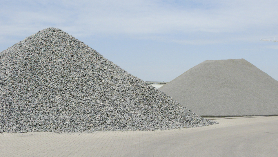 66f098e74504a Otro tipo de árido muy frecuente en el sector de la construcción es la  grava o gravilla. Se trata de un tipo de arena cuyo grano supera los 5  milímetros de ...